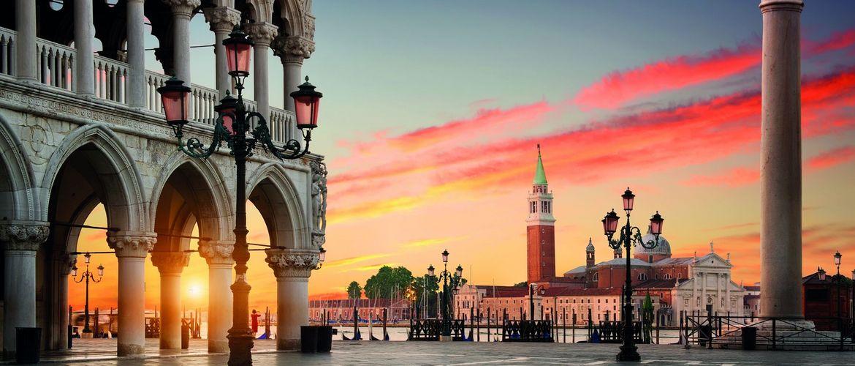 Venedig Markusplatz iStock689390086
