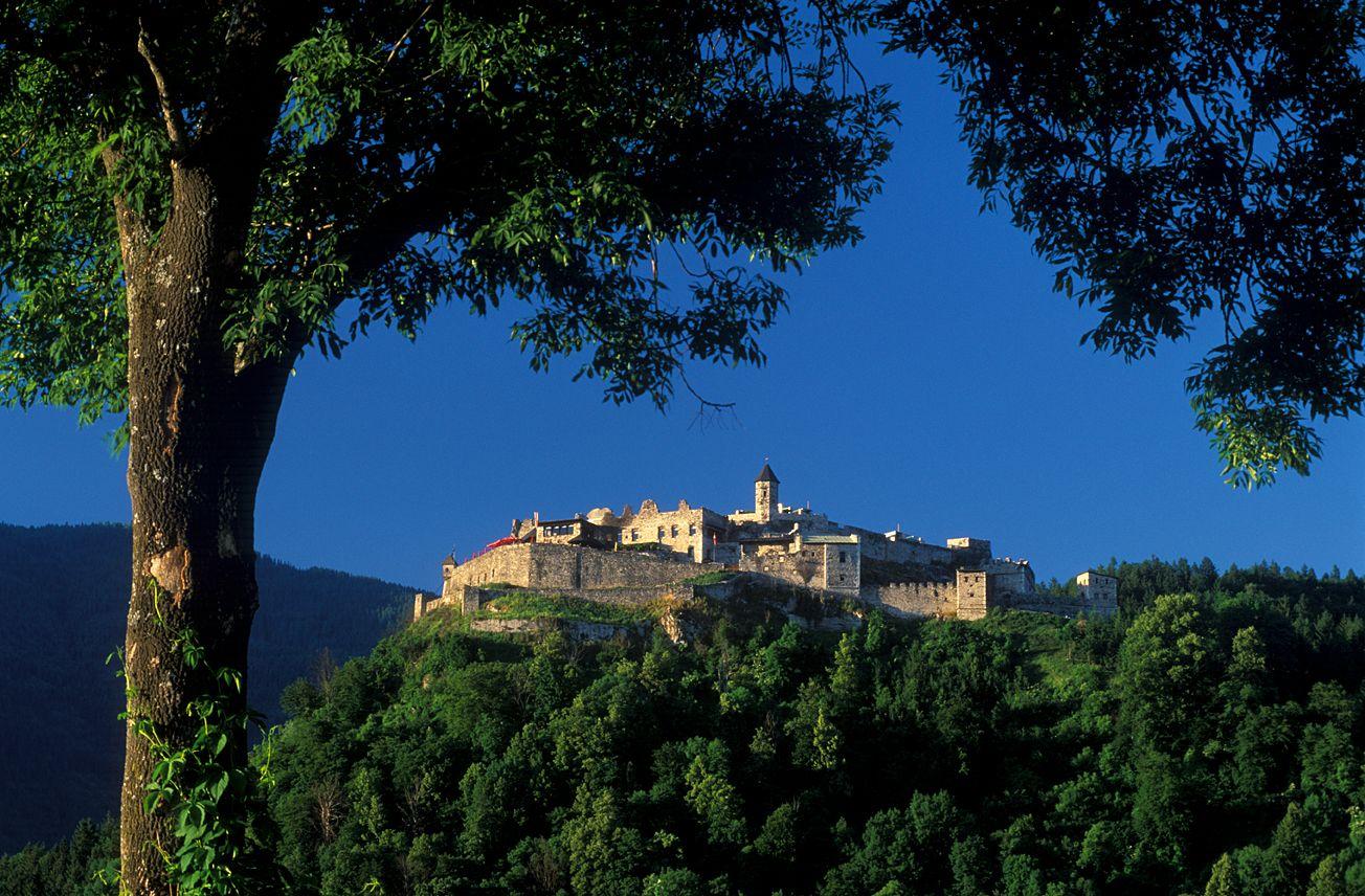 Burg Landskron Villach bei Tag