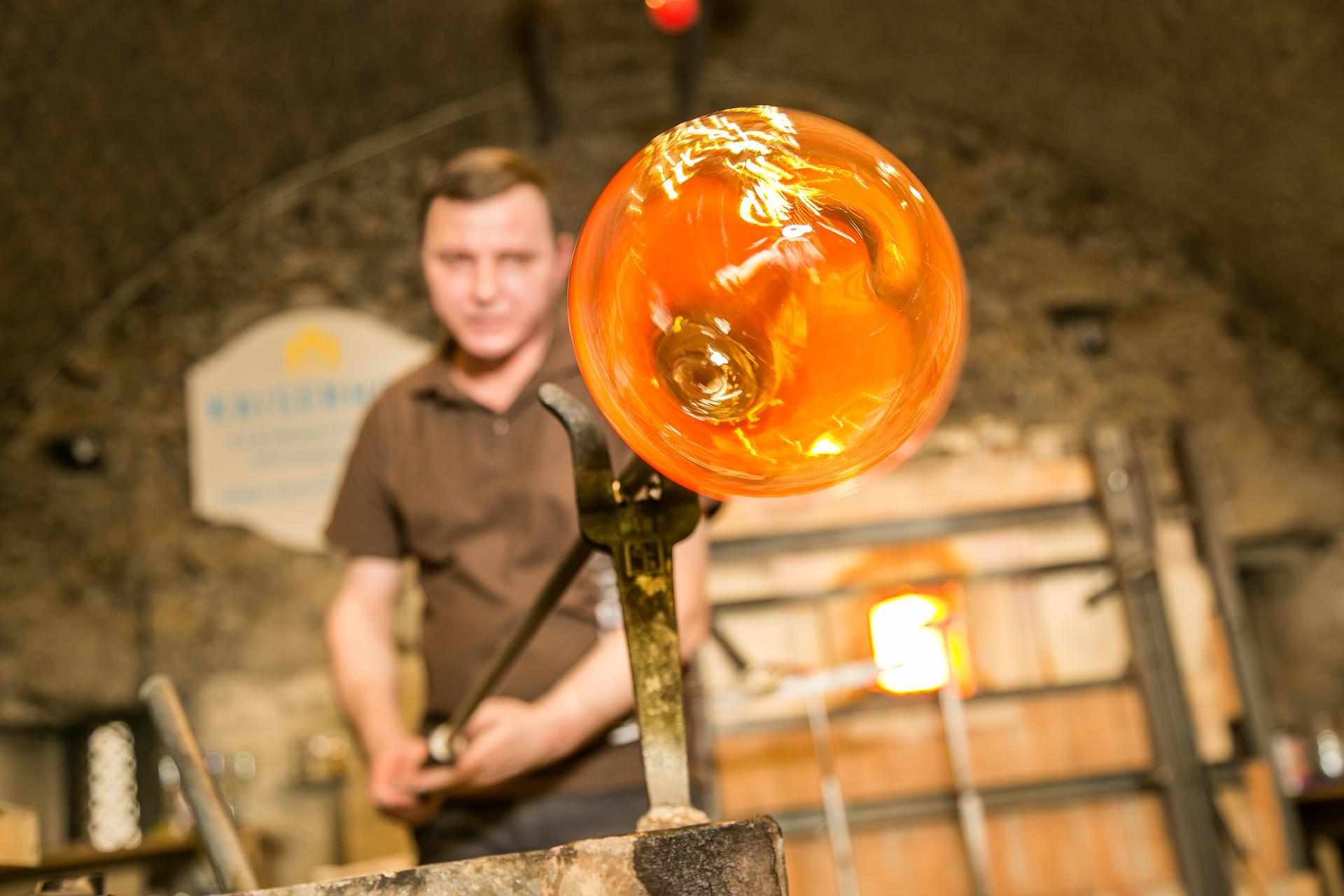 Kaiserhof Glasmanufaktur Valentin in Action nixxipixx com 39