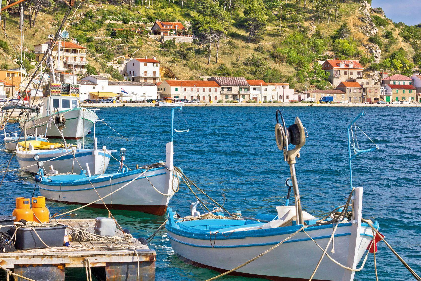 Novigrad dalmatinski Booten an der Kuste Stockfoto 01