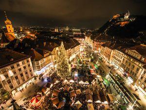 Christkindlmarkt vor dem Rathaus am Hauptplatz Graz Tourismus Foto Fischer