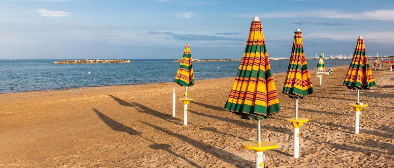 Strand Schirm iStock537703187